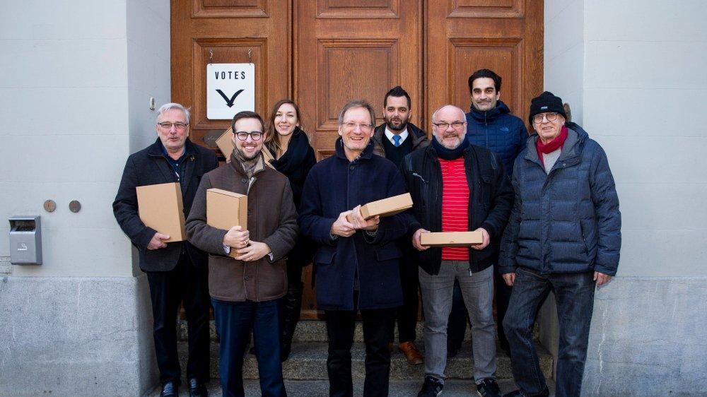 Le comité référendaire s'est rendu à l'Hôtel de ville, mardi après-midi, pour déposer les paraphes recueillies en l'espace de 35 jours.