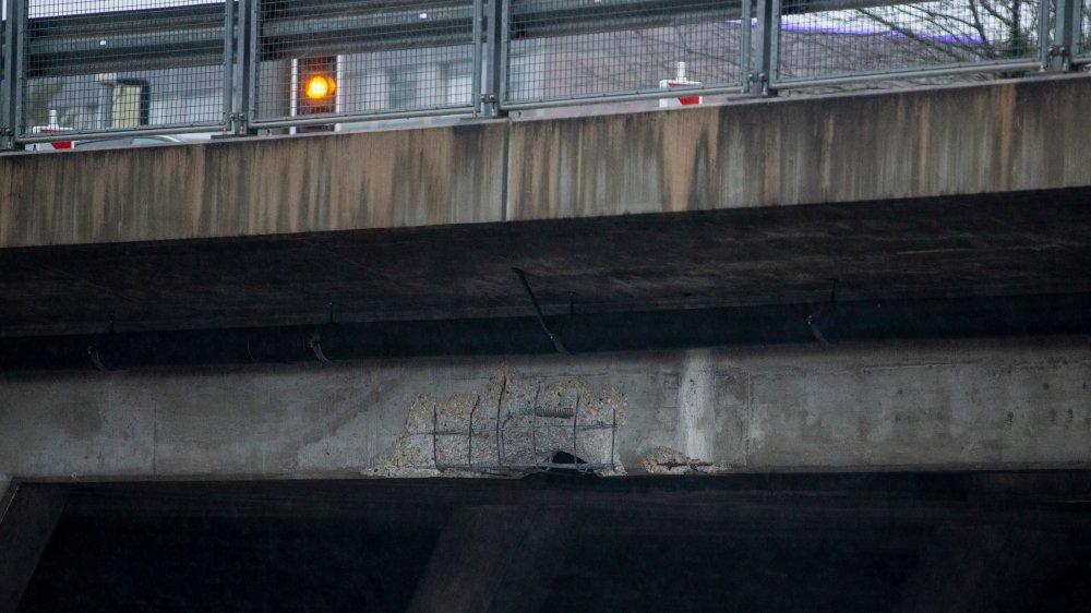 Survenu vendredi, peu après midi, l'incident a entraîné la fermeture de l'une des quatre voies du pont.