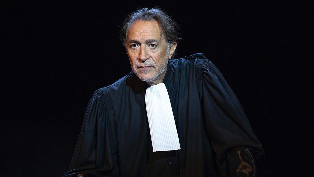 Le comédien Richard Berry sera sur la scène du théâtre de Beausobre ce mercredi pour y faire revivre les grands procès de l'histoire judiciaire française.
