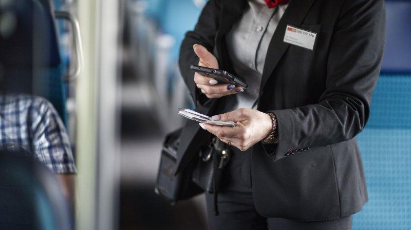 Un passager des CFF reçoit un bon de remerciement après avoir dit bonjour à une contrôleuse