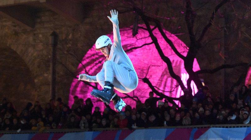 Un jeune skateur est la figure centrale du spectacle.