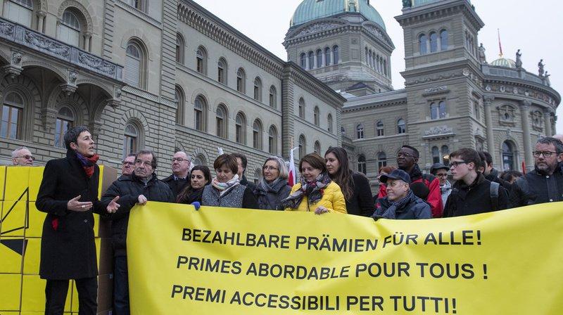 Assurance maladie: initiative socialiste déposée, les Suisses voteront sur l'allègement des primes