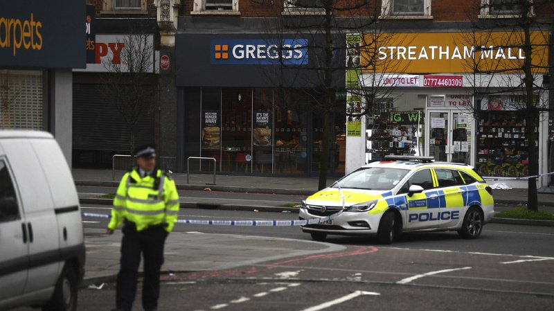 Londres: trois blessées dans une attaque «islamiste» au couteau, l'assaillant abattu