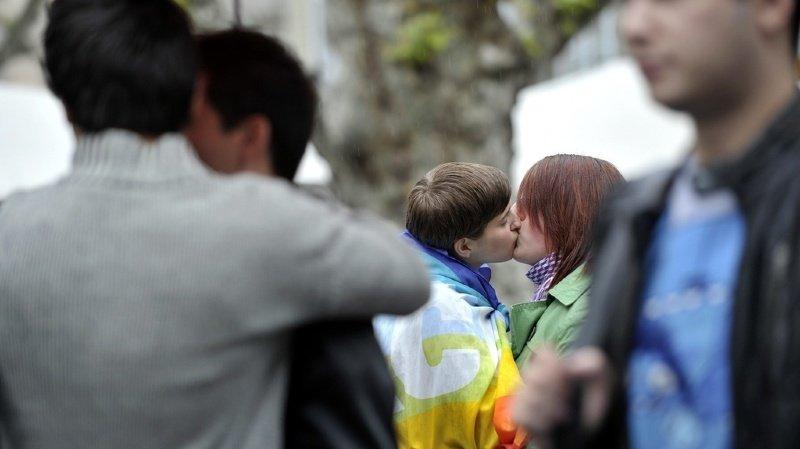 Les Suisses ont largement accepté la norme anti-homophobie en votation.