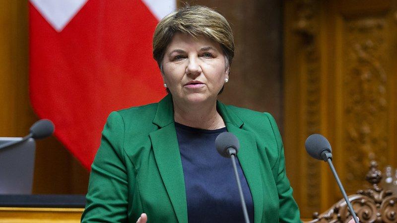 La ministre de la Défense Viola Amherd veut mettre en place au sein de son département une véritable force d'intervention spéciale qui défendra également les agences et les entreprises civiles contre les attaques des pirates informatiques (archives).