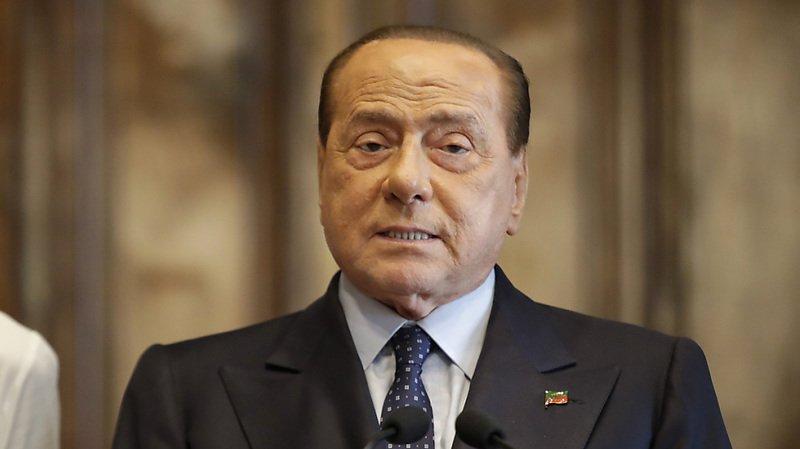 """Ce nouveau procès porte sur les versements effectués par Silvio Berlusconi à diverses personnes ayant participé aux soirées """"bunga-bunga"""", en échange de leur silence."""