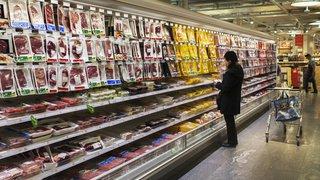 Consommation: le même poulet vendu trois fois et demi plus cher en Suisse qu'en France