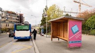 Nyon: «L'abribus en bois devant la gare, il est ridicule!»