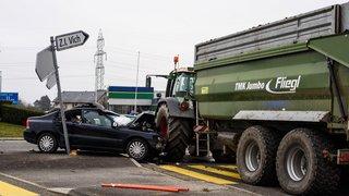 A la Bichette, une voiture en heurte deux autres et s'écrase contre un tracteur