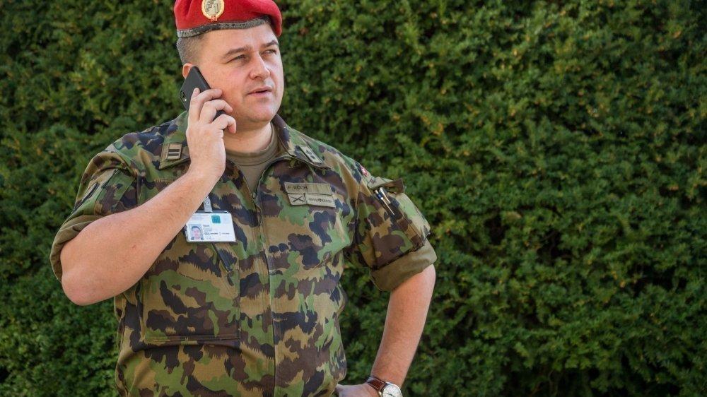 François Roch en tenue de lieutenant-colonel est sur le pied de guerre depuis que la crise du coronavirus s'est déclarée.