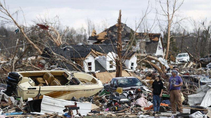 [IMAGES] De violentes tornades font 19 morts au Tennessee