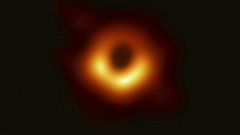 Astronomie: le grand public invité à traquer les trous noirs