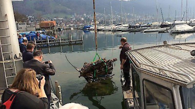Zoug: moteur d'avion de 1940 récupéré dans le lac