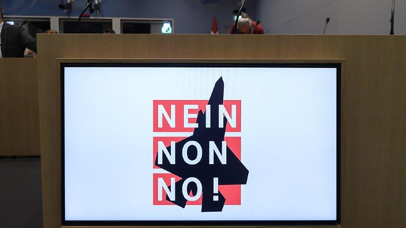 Avions de combat: le référendum a fait le plein de signatures, le peuple votera