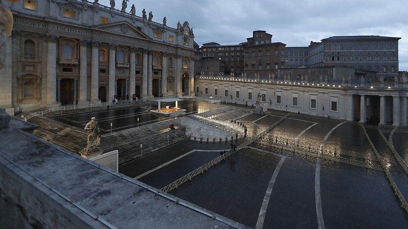 «Urbi et Orbi»: le pape affronte «la tempête» du coronavirus, seul sur la place Saint-Pierre