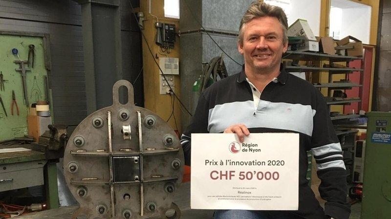 Laurent Escoffier, directeur de Réalinox, et sa cellule électrolytique AEC.