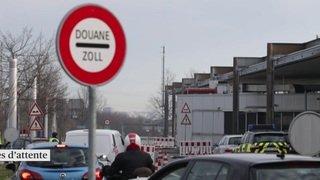 Contrôle aux frontières: files d'attente aux douanes