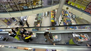 Coronavirus: les Suisses se ruent dans les supermarchés pour faire des provisions