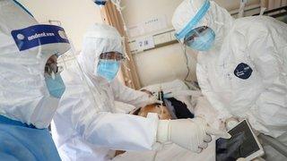 Coronavirus:  le bilan dépasse 2000 morts, mais l'OMS se veut rassurante