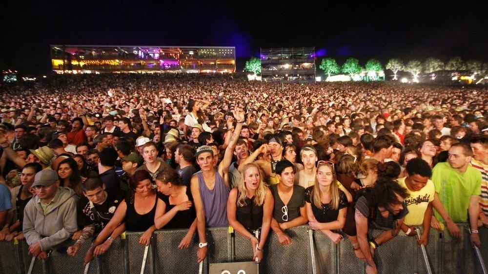 Les foules massées devant la grande scène: une image peu probable en 2021.