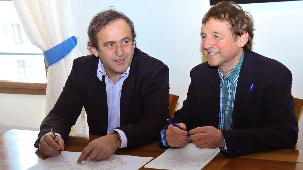 Dans la salle des mariages du château de Nyon, le 30 mars 2010, Michel Platini, président de l'UEFA et Daniel Rossellat, syndic de Nyon, signaient la convention, confiant l'exploitation et l'entretien du centre sportif de Colovray à la faîtière du football européen.