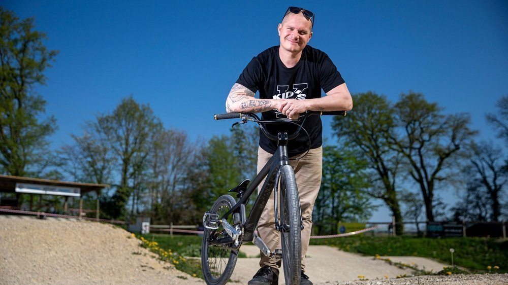 Gérard Kerhli pratique le BMX, mais aussi le motocross. Il est même vice-président du Moto Club Cossonay.