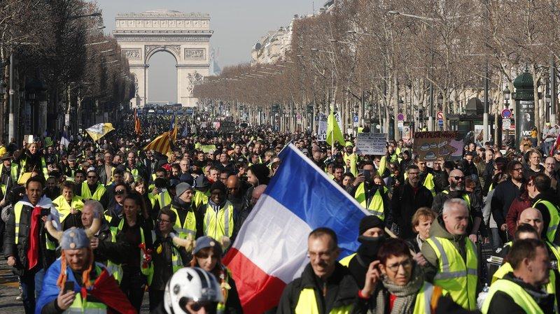 Paris, le samedi 17 novembre 2018. Une marée humaine de gilets jaunes prennent d'assaut les Champs-Elysées. (Archives)
