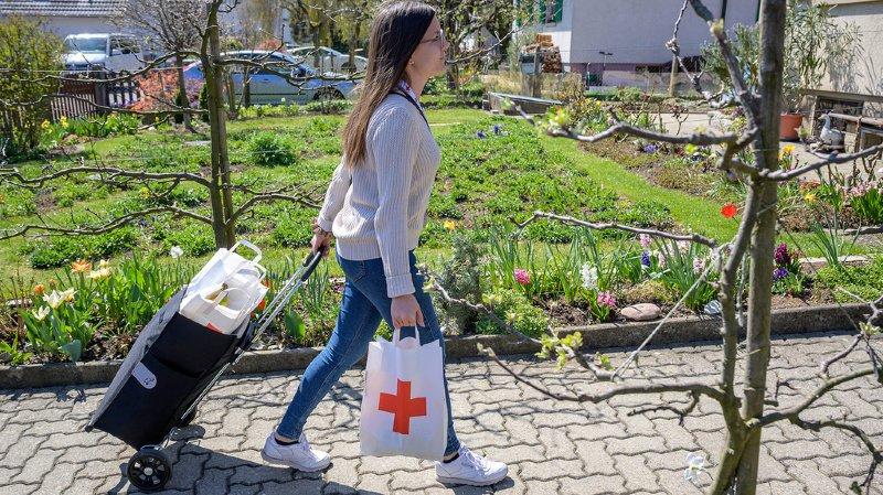Coronavirus: la Croix-rouge vient en aide aux plus démunis