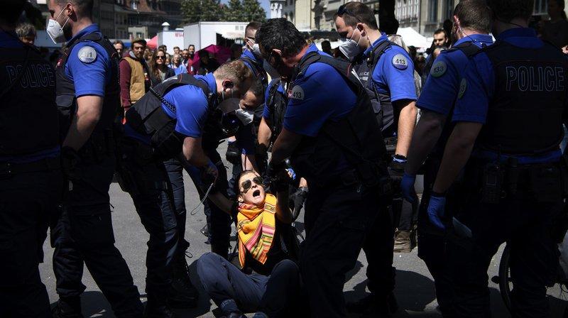 Plusieurs manifestations anti-confinement dispersées