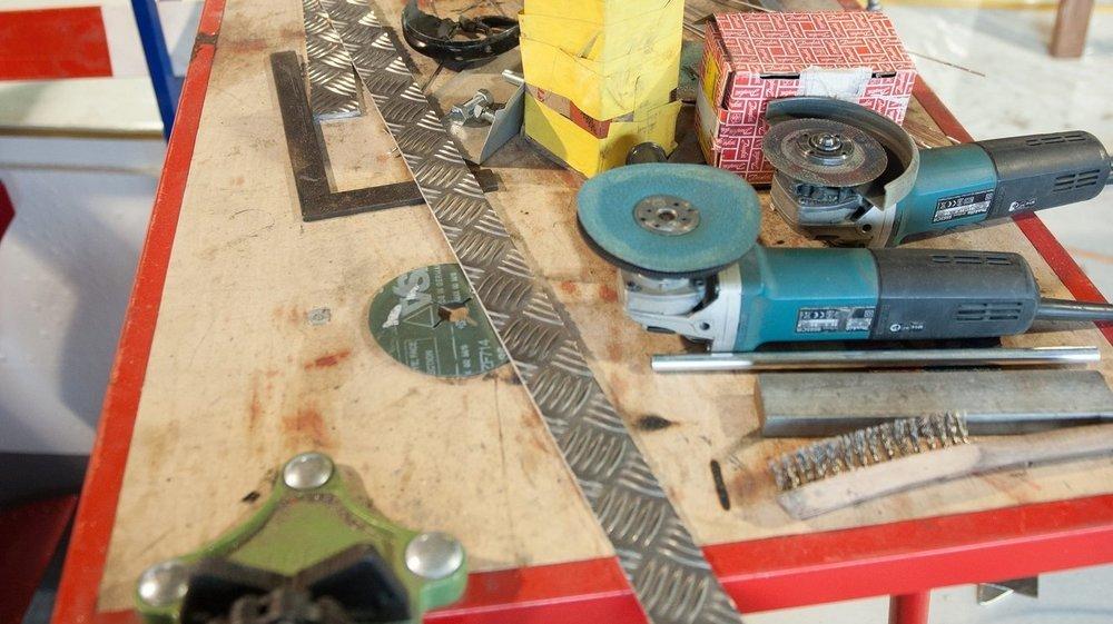 Plusieurs dizaines de pièces d'outillage électrique ont été dérobée directement chez le fournisseur par un employé, qui les a revendues à un ouvrier désireux de se mettre à son compte.