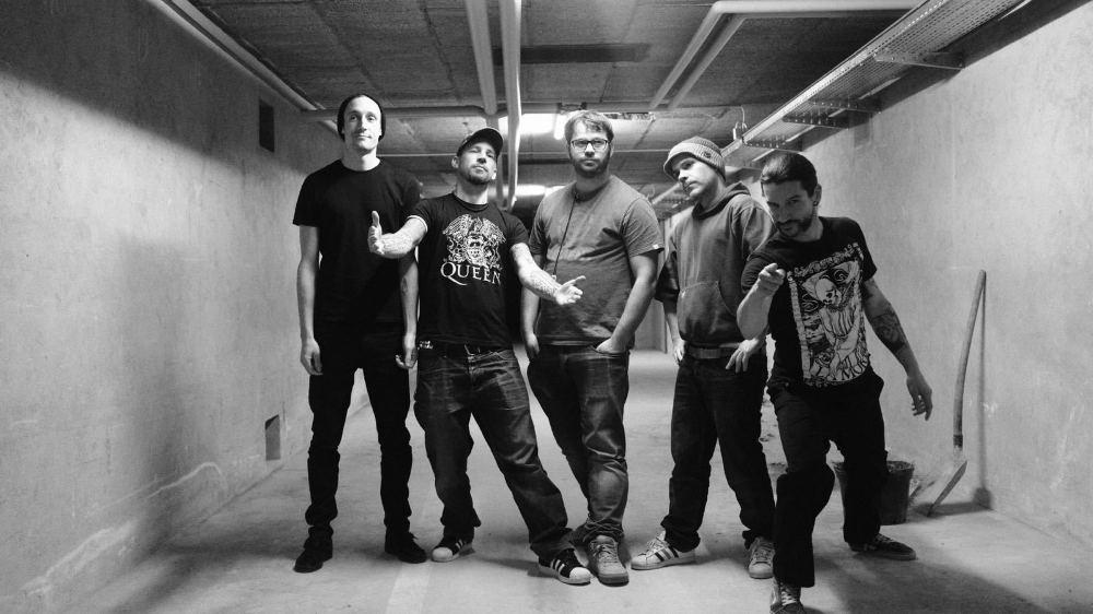 Myband: Philippe Bechet (basse), Jonas Siegrist (chant), Mathieu Siegrist (guitare), Julien Chastaing (guitare) et David Turvey (batterie).