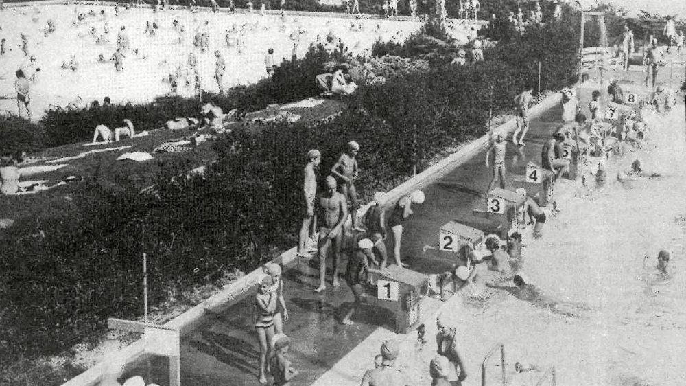 La piscine de Colovray au cœur de l'été 1975. L'installation comptabilisait déjà un demi-million d'entrées depuis son inauguration.