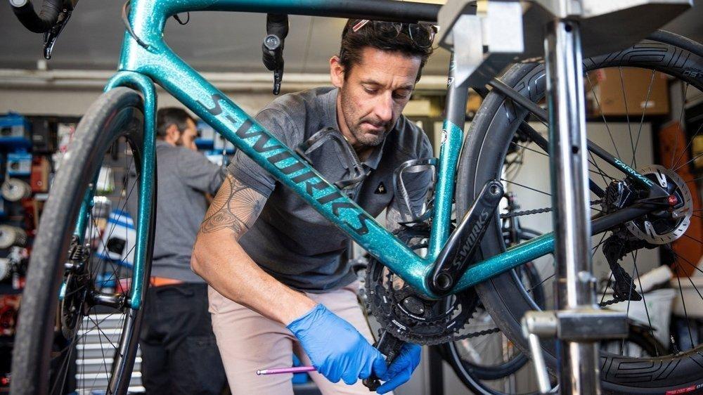 Jérôme Martineau, gérant du magasin B-Cycles à Borex, ne compte pas ses heures depuis la réouverture du lundi 11 mai.