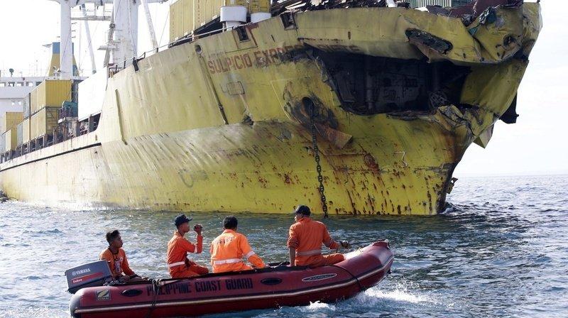 Philippines: un bateau de pêche entre en collision avec un cargo, 14 disparus