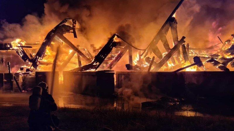 Gigantesque incendie à la déchetterie de Saint-Prex
