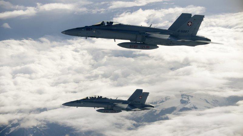 Armée: les nouveaux avions de combat et leur entretien coûteraient 18 milliards