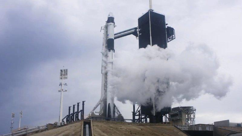 Espace: le lancement du vol habité de SpaceX reporté à samedi