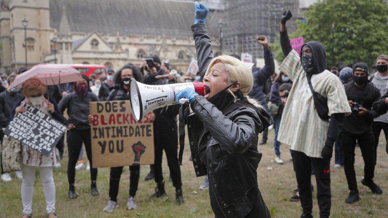 A Londres, les manifestants ont fait fi des mesures sanitaires afin de manifester contre le racisme.