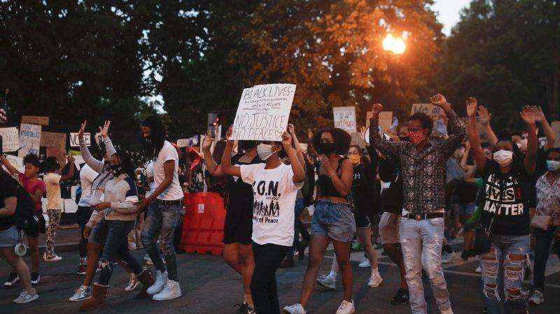 Racisme: quels rôles jouent les réseaux sociaux dans la lutte?