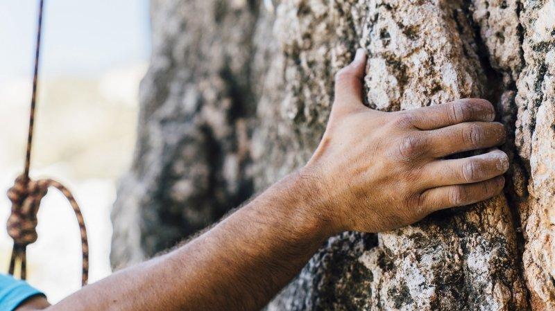Initiation à la grimpe sur mur artificiel
