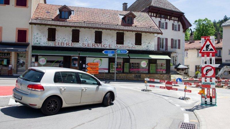 La circulation ne s'écoule que dans un sens entre Nyon et Saint-Cergue