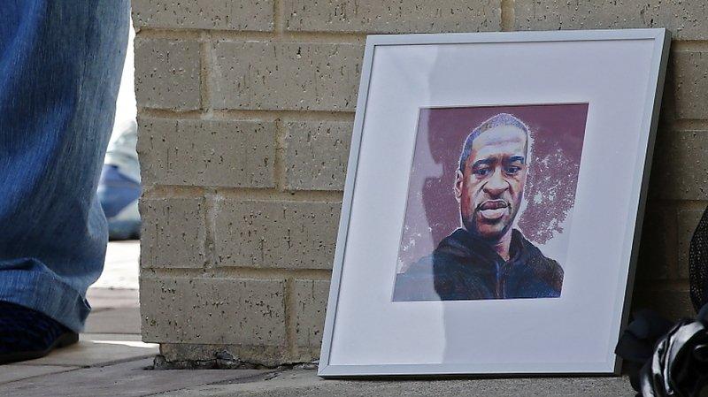 Mort de George Floyd: caution d'un million de dollars pour le policier
