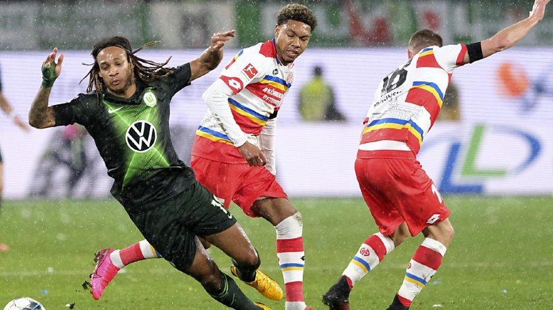 Kevin Mbabu a marqué de la tête pour Wolfsburg, mais cela n'a pas suffi.
