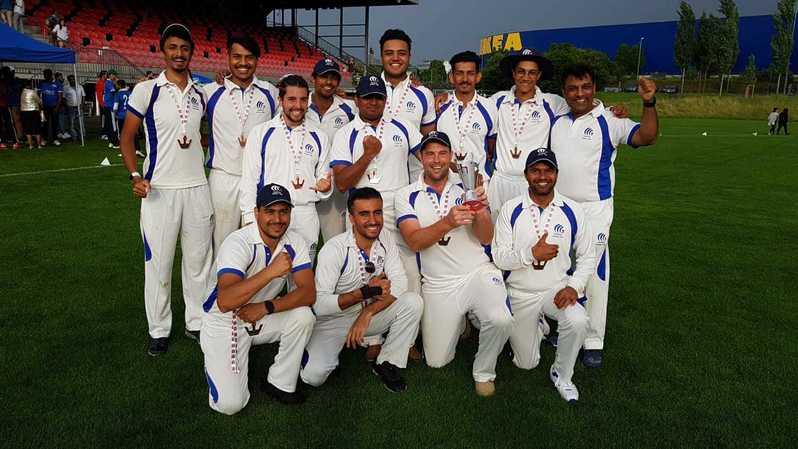 Les joueurs du CCC tout sourire au moment de célébrer leur troisième place.
