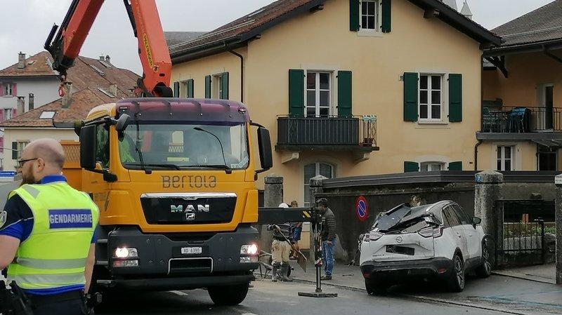 Cossonay: il oublie sa grue et démolit deux autos