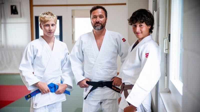 Les frères Zénon (à g.) et Malou Dallemagne, ici avec leur père Xavier, font partie des lauréats.