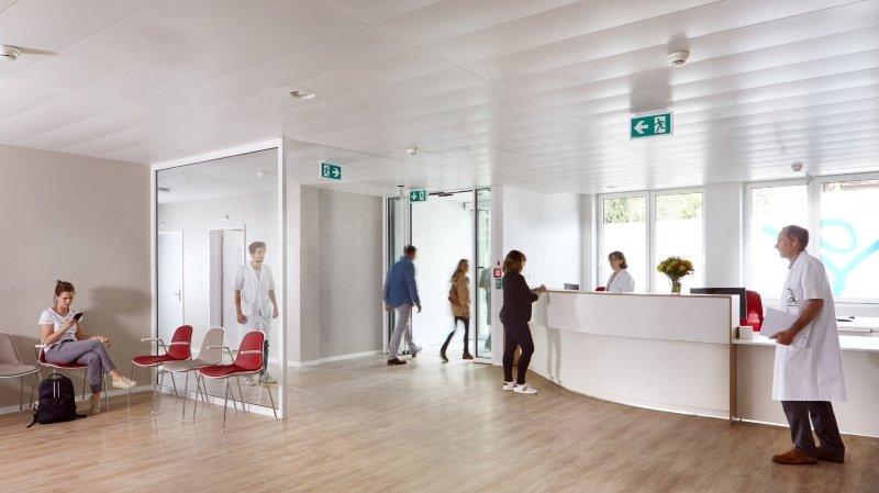 Le centre médical regroupe dix cabinets de médecine de famille et de médecine spécialisée, des prestations paramédicales, une radiologie et un laboratoire.