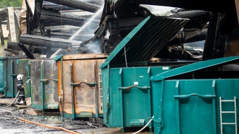 Incendie de la déchetterie de Saint-Prex: plus de 40h d'intervention!