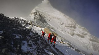 Alpinisme: des scientifiques chinois parviennent au sommet de l'Everest pour le mesurer