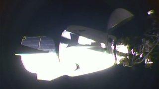 Espace: la capsule de SpaceX avec deux astronautes à bord s'est amarrée à l'ISS